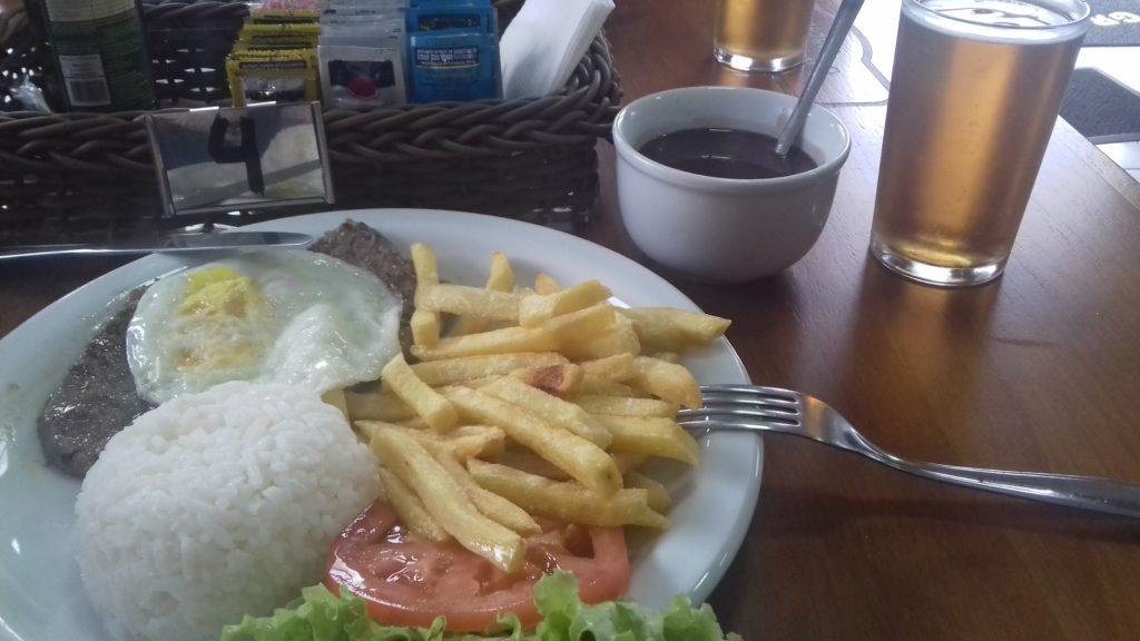 refeição gramado