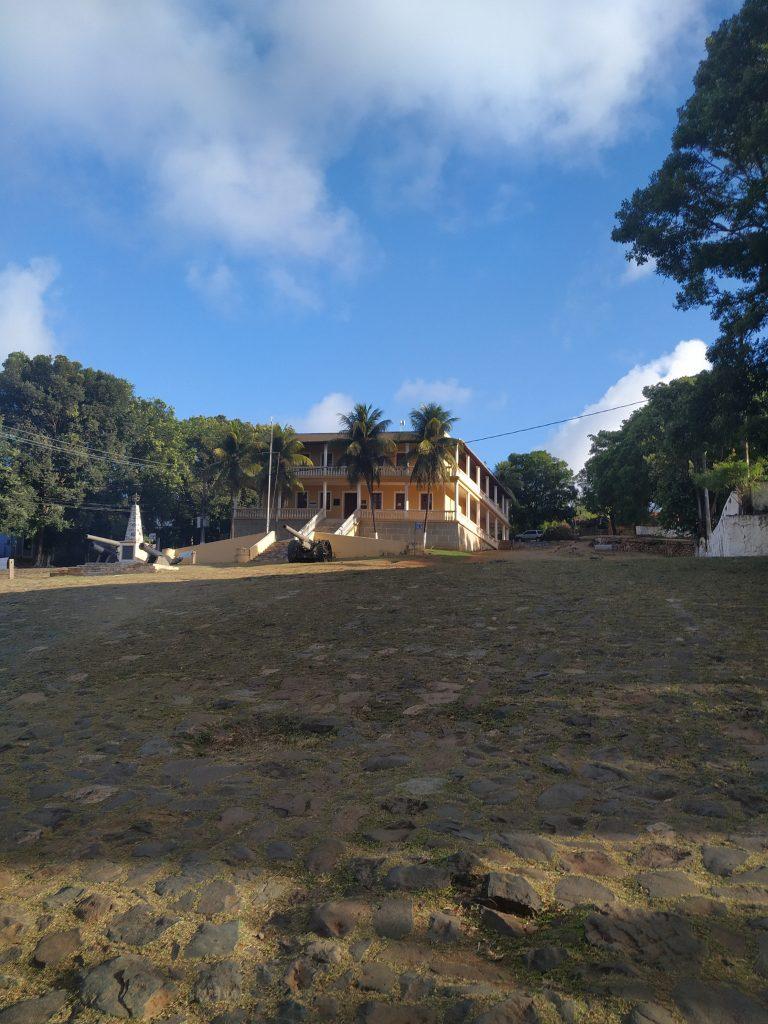 A sede da administração de Fernando de Noronha na Vila dos Remédios
