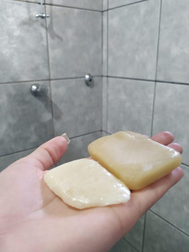O shampoo e condicionador sólido facilitam muito na hora de viajar