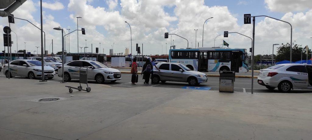 Área externa do Portão 2 do Aeroporto de Fortaleza