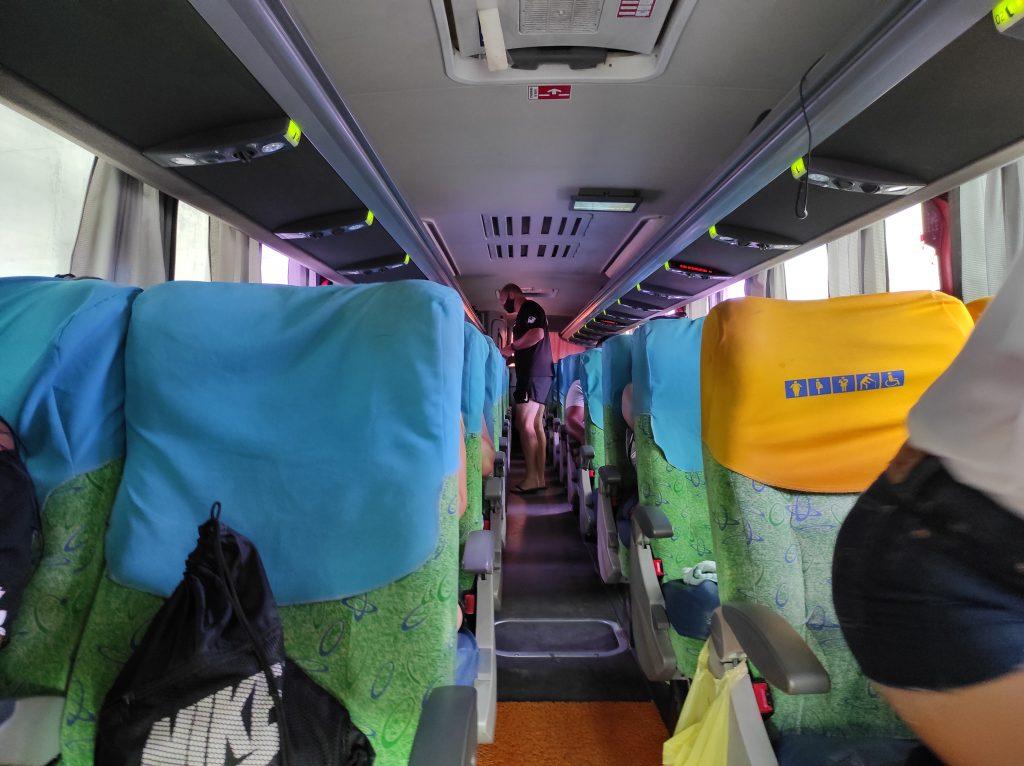 As 7:30 o ônibus já busca no hotel para começar os passeios