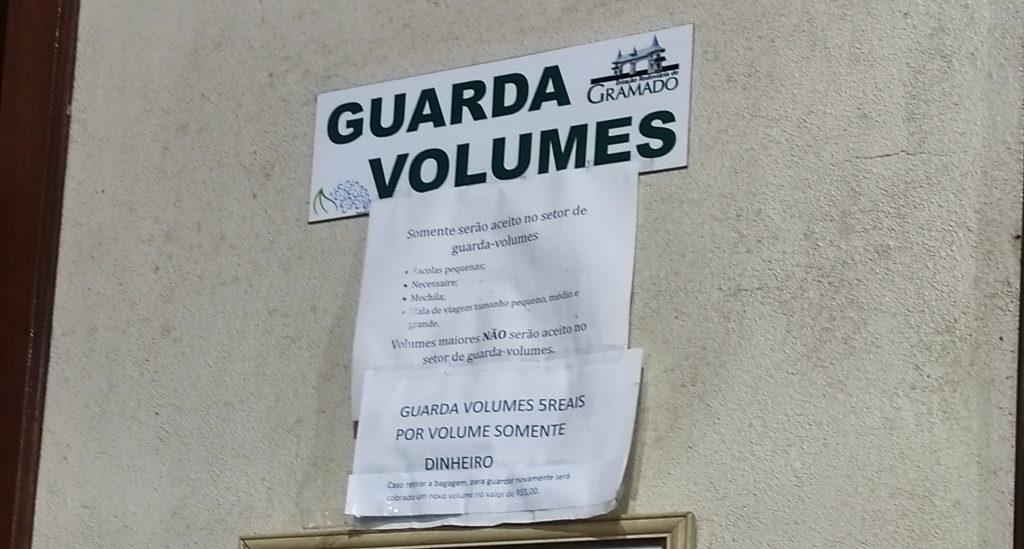 Guarda volumes na rodoviária de Gramado
