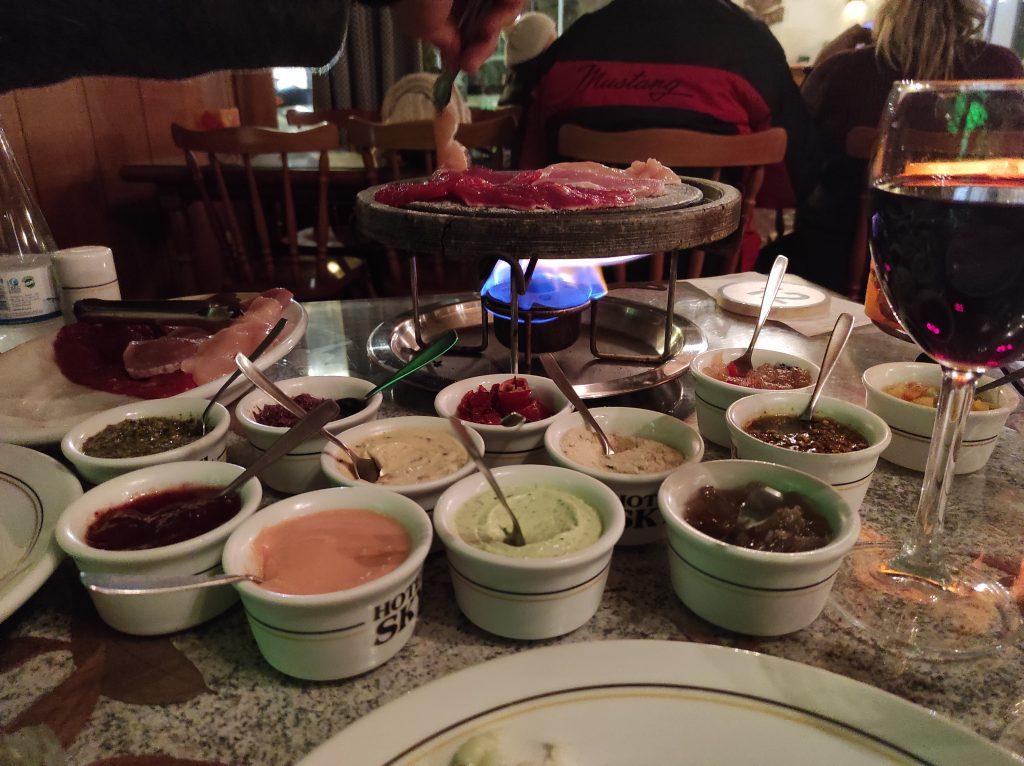 Sequencia de fondue para comer em Gramado